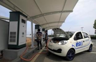شينخوا:الصين تعجل ببدء بناء شبكة لشحن السيارات الكهربائية